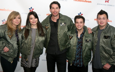 The iCarly cast in 2012. From left to right, Jennette McCurdy, Miranda Cosgrove, Jerry Trainor, Nathan Kress, Noah Munck.
